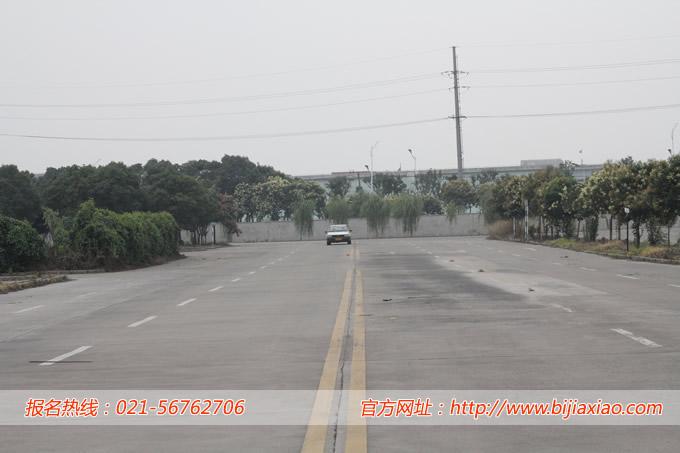 上海万国驾校科目二侧方停车考试技巧